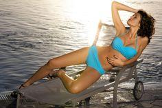 Kostium kąpielowy Carmelita Mare M-239 Błękitny (248) Tego lata wstąp do świata piękna i kobiecości! Przedstawiamy jeden z najlepszych kostiumów kąpielowych sezonu lato 2013! Wspaniała kolorystyka. Profesjonalna konstrukcja biustonosza pozwala zdecydowani