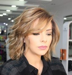 Wispy Wavy Bob With Side Bangs Informations About 70 Brightest Medium Layered Haircuts to Light You Medium Length Hair Cuts With Layers, Bangs With Medium Hair, Medium Hair Cuts, Short Hair Cuts, Medium Hair Styles, Curly Hair Styles, Medium Cut, Choppy Layers, Short Wavy