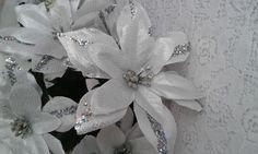 Flor Artificial Bico de Papagaio Branco com Prata