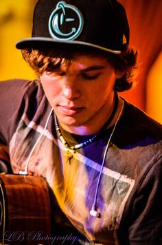 imagine turning this Keaton Stromberg picture into a rad painting.  #emblem3