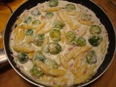 Schupfnudelpfanne with Brussels sprouts and ham - recipe - Schupfnudeln - - Schupfnudelpfanne mit Rosenkohl und Schinken - Rezept Schupfnudelpfanne with Brussels sprouts and ham - recipe Soup Appetizers, Thanksgiving Appetizers, Healthy Appetizers, Thanksgiving Recipes, Appetizer Recipes, Simple Appetizers, Shrimp Recipes, Beef Recipes, Chicken Recipes