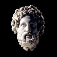 El dios curativo.. Esta cabeza proviene de una estatua colosal del dios Asclepio, dios de la medicina y la curación. Se construye a partir de tres piezas trabajadas por separado, de los cuales dos sobrevivieron. La expresión tranquila de la cara se pone en marcha por toda la barba y corona de cabello. Las espigas de plomo que se han llevado a cabo una corona de oro están todavía en su lugar, pero la corona se ha perdido... http://visionannuk.blogspot.com.es/2014/07/el-dios-curativo.html