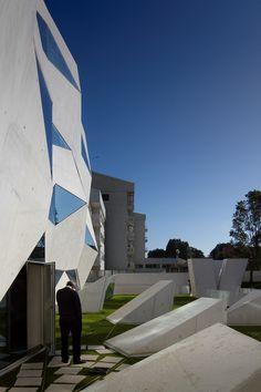 Vodafone Headquarters by Barbosa & Guimarães (Porto, Portugal) Inaugurada no dia 29 de Outubro de 2009, a obra havia sido iniciada em 2007