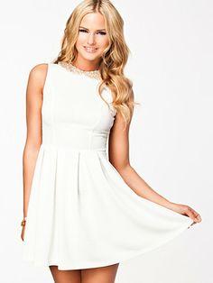 Lace Back Studded Collar Shift Dress - Aura Boutique - Cream - Feestjurken - Kleding - Vrouw - Nelly.com