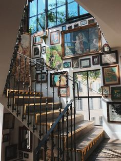 : Metal stair rail at Pink Mamma in Paris architektur Dream Home Design, My Dream Home, House Design, Condo Design, Style At Home, Future House, My House, Soho House, London House