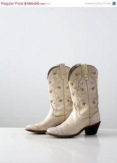 2262bb2b111e8 vintage western boots   women s Wrangler cowboy boots   size 7.5