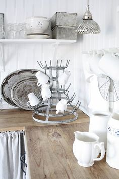 white + wood + metal I really want a bottle dryer Decor, Kitchen Inspirations, Interior, Shabby White, Vintage Kitchen, Home Decor, Country Kitchen, Home Kitchens, Bottle Dryer