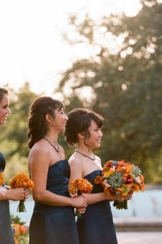 Navy blue bridesmaids dresses | photography by http://qweddings.com/