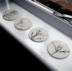 Coaster porcelaine fait main pressée avec par melissaceramics, £12.00
