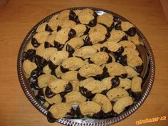 Duté ořechové rohlíčky | Mimibazar.cz Cookies, Desserts, Food, Crack Crackers, Tailgate Desserts, Deserts, Biscuits, Essen, Postres