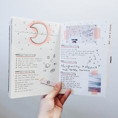 A bullet journal is a notebook that accommodates a huge variety of planning. You can put in monthly calendars and to-do list. You can also have your bullet journal as neat or as messy as you want it. Bullet Journal Inspo, Planner Bullet Journal, Bullet Journal Spread, Bullet Journal Layout, Bullet Journals, Art Journals, Bullet Journal Minimaliste, Smash Book, Journal Pages
