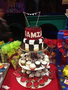 Pastel de dos pisos para fiesta de Damian.