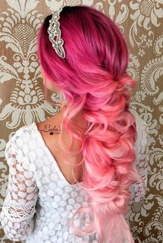 A list of most glamorous hairstyles with different magenta hair color shades. You'll definitely get a crush on Magenta hair color! Magenta Hair Colors, Hair Color 2017, Hair Color Shades, Hair Dye Colors, Ombre Hair Color, Beautiful Hair Color, Cool Hair Color, Hot Pink Hair, Ombré Hair