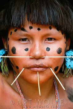 Portrait of a Yanomami woman, Parima-Tapirapeco National Park, Venezuela We Are The World, People Around The World, Yanomami, Xingu, Anthropologie, Cultural Diversity, World Cultures, First Nations, South America