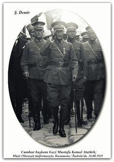 Cumhur başkanı Gazi Mustafa Kemal Atatürk; Müşir (Mareşal) üniformasıyla. Kastamonu / İnebolu'da. 26.08.1925
