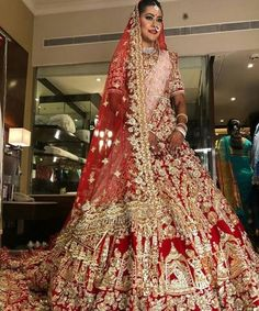 43 new ideas wedding dresses indian men bridal lehenga New Bridal Dresses, Indian Bridal Outfits, Indian Bridal Wear, Indian Dresses, Party Dresses, Bridesmaid Dresses, Asian Bridal, Collection Eid, Bridal Lehenga Collection