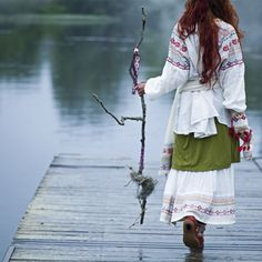 theholethatiswhole:    norththought:    Slavic Dress<3    THE COMFY THAT THIS LOOKS.