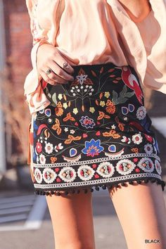 High-Waist embroidered floral mini skirt with pom-pom detail with solid black back. Size & Fit: Runs small so we suggest ordering a size up. Boho Outfits, Summer Outfits, Cute Outfits, Fall Outfits, Festival Outfits, Festival Fashion, Pom Pom Skirts, Floral Mini Skirt, Ootd