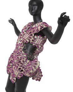 Atuendo conceptual-cuerpo con texturas · JULIANA ESTRADA ISAZA · Taller experimental proyección 2011  · Colegiatura Colombiana · Medellín-Colombia