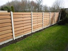 Foto Geplaatst BANKIRAI Schutting voor € 89,= per meter Tuin en Terras Hekken en Schuttingen Backyard Fences, Garden Fencing, Garden Landscaping, Garden Projects, Home Projects, Wood Fence Design, Privacy Fences, Fence Gate, Small Gardens