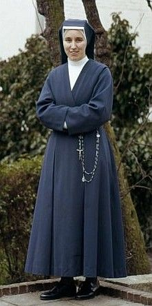 First modification of the Habit of the Daughters of Charity in 1964. This habit was NOT designed by Dior.