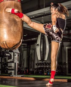 Kicking drills for Muay Thai Best Picture For Martial Arts photo Muay Thai Martial Arts, Best Martial Arts, Martial Arts Styles, Martial Arts Women, Martial Arts Training, Mixed Martial Arts, Martial Arts Workout, Boxing Workout, Mma