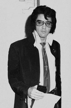 1970 11 17 Elvis a reçu son insigne de police à Denver