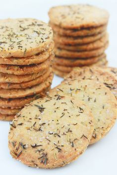 Shortbread with parmesan and rosemary - Eat Recipes Savoury Biscuits, Savory Pastry, Savoury Baking, Bolacha Cookies, Galletas Cookies, English Christmas Crackers, English Toffee Recipe, English Food, English English
