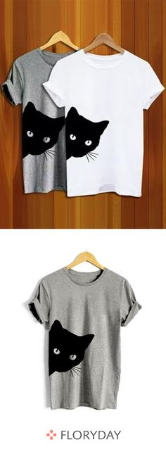Round neck t-shirts with a round neck in Rundhals-T-Shirts mit Rundhalsausschnitt in Farbe More fun with comfortable outfits. Shirt Print Design, Shirt Designs, Diy Fashion, Fashion Outfits, Womens Fashion, Diy Shirt, Tee Shirts, Creation Couture, Comfortable Outfits