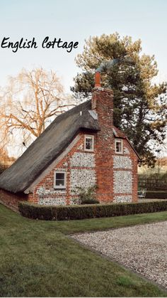 Cottages Uk, Country Cottages, Small English Cottage, Banks House, Perfect English, Country Lifestyle, Cottage Exterior, Interesting Buildings, Cozy Cottage