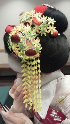 November kanzashi: momiji and chestnuts