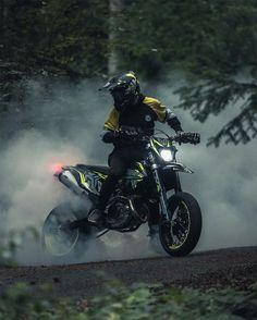 Moto Enduro, Ktm Supermoto, Moto Cross Ktm, Motocross Photography, Motocross Gear, Joker Pics, Dirtbikes, Car Humor, Bike Life