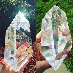 ✧wanт тo ĸnow wнaт i вelieve? iт'ѕ rigнт нere, dig a liттle deeper and iт'ѕ cryѕтal clear✧ Crystal Magic, Crystal Cluster, Crystal Healing, Crystals And Gemstones, Stones And Crystals, Gem Stones, Different Types Of Rocks, Hippie Vibes, Beautiful Rocks