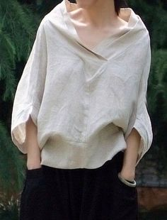 """Nice sort of """"peasant look"""" blouse. - Great linen shirt by Oupoooe Mode Style, Style Me, Diy Vetement, Fashion Details, Fashion Design, Looks Black, Casual Styles, Mode Inspiration, Beautiful Dresses"""