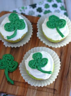 St. Patrick's Day Shamrock Cupcakes - It's time for some for fun St. Patrick's Day themed cupcakes!