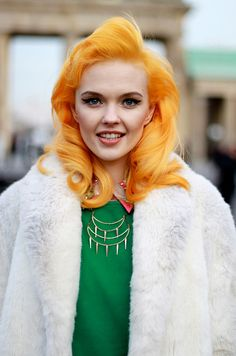 Adore that hair colour - it would be so tricky to pull off, but it looks fantastic on this stylish gal.