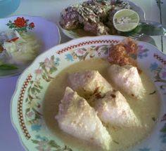 Ketupat Kandangan: rice cake in coconut milk sauce with smoked river fish from Kandangan, South Kalimantan