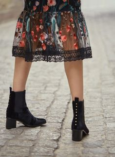 Uterqüe United Kingdom Product Page - Footwear - View all - Studded velvet ankle boots - 115