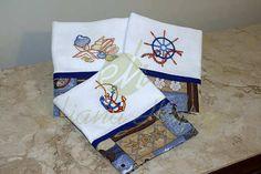 Pano de prato bordado com motivos náutico. Dish cloth embroidered with nautical motifs.