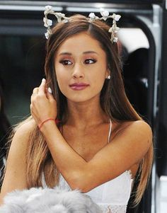 Ariana Grande - DIY Halloween Makeup Trends