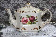 Vintage Ellgreave England Wood & Sons Tea Pot by TresorsEnchantes