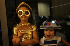 Picture of These ARE the Droids We're Looking For! and Déguisement starwars Robot Halloween Costume, R2d2 Costume, Mickey Halloween Party, Robot Costumes, Star Wars Halloween, Star Wars Costumes, Halloween Kids, Gold Fabric, Holidays With Kids