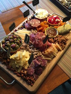 Gorgeous cheese and charcuterie board for New Year's Eve party! Gorgeous cheese and charcuterie board for New Year's Eve party! Charcuterie And Cheese Board, Charcuterie Platter, Meat Platter, Tapas Platter, Cheese Boards, Party Food Platters, Cheese Platters, Appetizers For Party, Appetizer Recipes