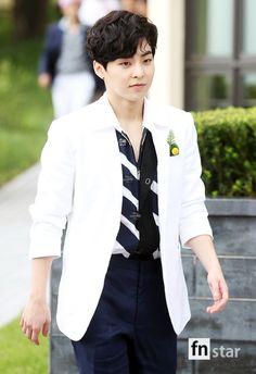 White jacket complimented by stripes and black color Baekhyun Chanyeol, Kim Minseok Exo, Exo Ot12, Kim Jong Dae, Kim Min Seok, Korean Boy, Exo Korean, Luhan And Kris, Xiuchen