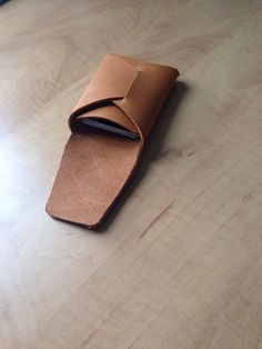 Minimalist simple handmade leather wallet in rust brown - free shipping on Etsy, $45.00 CAD