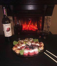 Snap Food, Diy Gift Box, Cobb Salad, Sushi, Food And Drink, Strawberry, Beef, Drinks, Ramadan