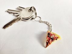 Pizzastück Schlüsselanhänger aus Fimo  http://de.dawanda.com/product/50765734-Pizzastueck-Schluesselanhaenger