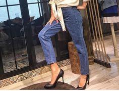 Yazın olmazsa olmazları arasındadır jean pantolonlar  Bu yılın en çok öne çıkan modeli mom Jean ler hem şık hem çok rahat hissetmenizi sağlayacaktır  Topshop mom 25/30 beden 70₺
