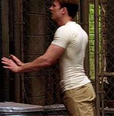 Chris Evans, do he got the booty? Yes, he do! ;-)