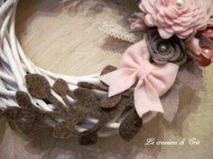 LE CREAZIONI DI CRIS ... di tutto ... un pò: GHIRLANDA con fiori e fiocco in FELTRO rosa e marrone ... e SCHEMI per realizzarli